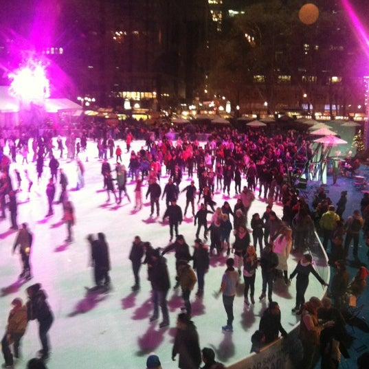 Foto tomada en Celsius at Bryant Park por Amanda G. el 12/3/2012