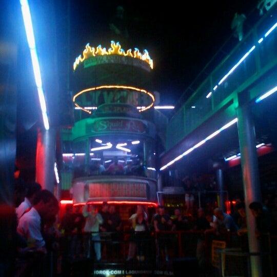 Foto scattata a El Squid Roe da Griselle G. il 10/20/2012