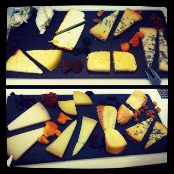 Foto scattata a Poncelet Cheese Bar da Paco Z. il 9/15/2012