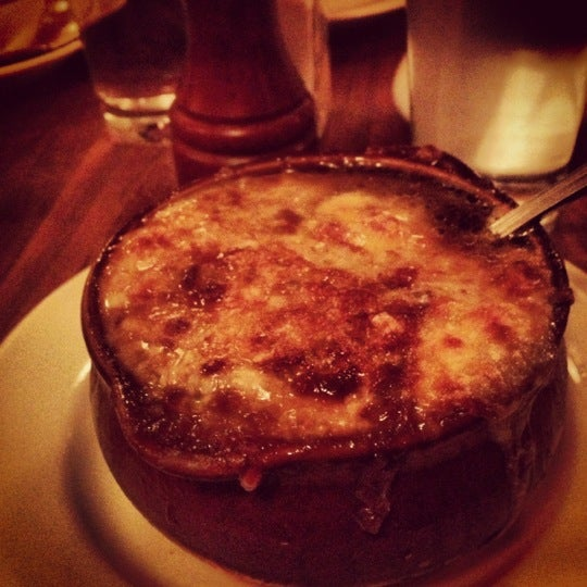 Foto tirada no(a) La Bonne Soupe por Kristin L. em 12/2/2012