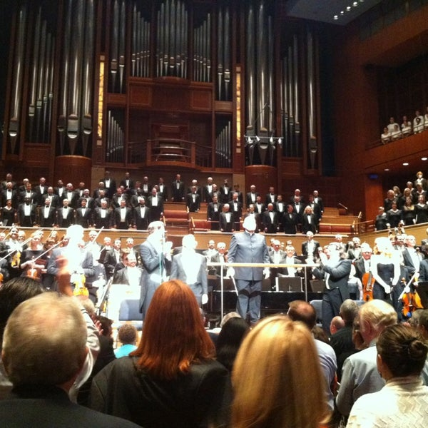Foto tirada no(a) Morton H. Meyerson Symphony Center por Christopher em 5/25/2013
