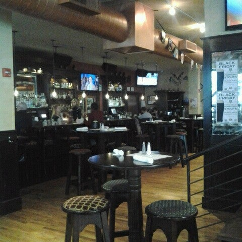Foto diambil di Beer Authority NYC oleh Angela J. pada 11/25/2012