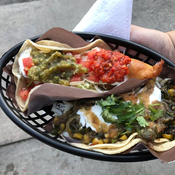 Photo prise au Seven Lives - Tacos y Mariscos par Sam S. le8/26/2017