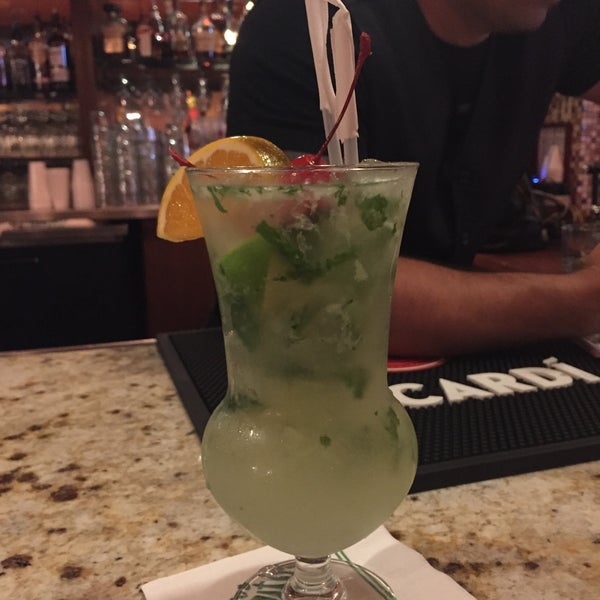 Photo prise au Mojitos Cuban Restaurant par Heather A. le5/31/2015
