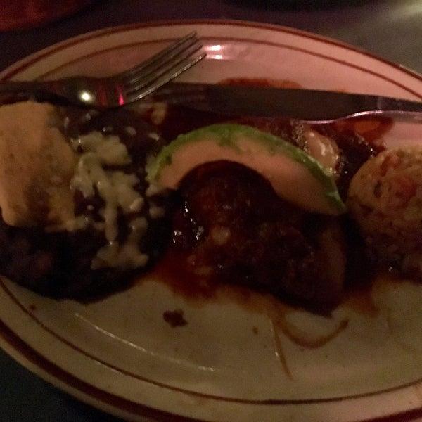 Foto tirada no(a) Javier's Gourmet Mexicano por Luis R. em 5/20/2017