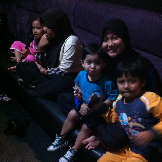 รูปภาพถ่ายที่ KBOX Plus โดย Mazlina M. เมื่อ 12/13/2012