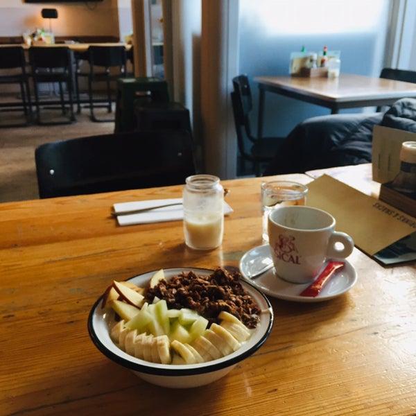 Photo prise au Cafe Restaurant Piet de Gruyter par Richard W. le1/19/2020
