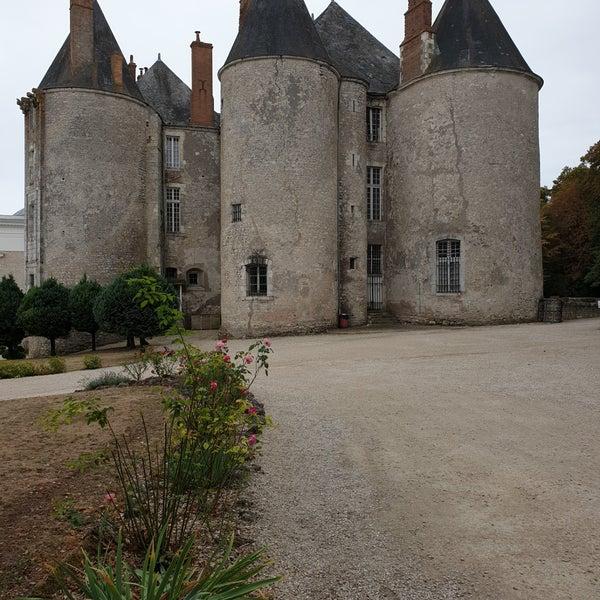Eine der ganz früheren Burg-/Schlossanlagen an der Loire. Sehr liebevoll restauriert und als sehr feines und kleines Museum wieder hergerichtet. Ein Besuch lohnt sich.