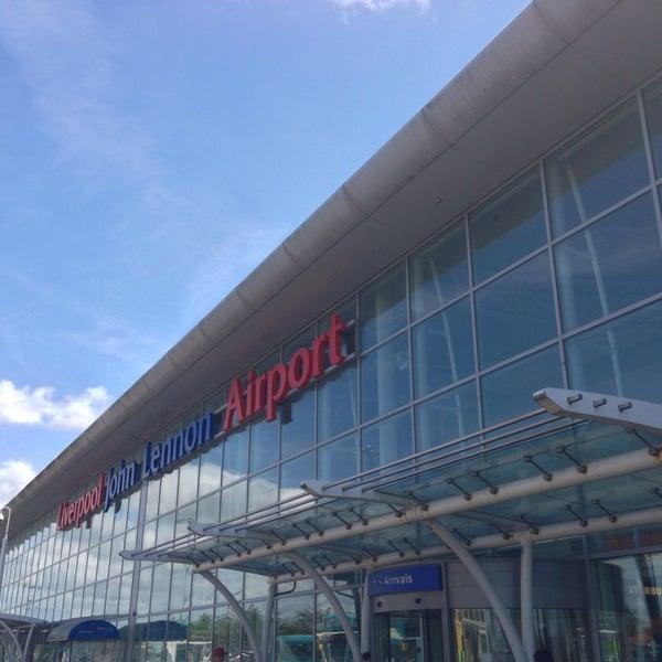 รูปภาพถ่ายที่ Liverpool John Lennon Airport (LPL) โดย Wolfgang S. เมื่อ 6/2/2013