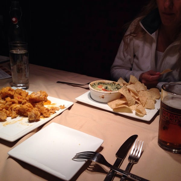 8/18/2014에 Ozgur Y.님이 George and Martha's American Grill에서 찍은 사진