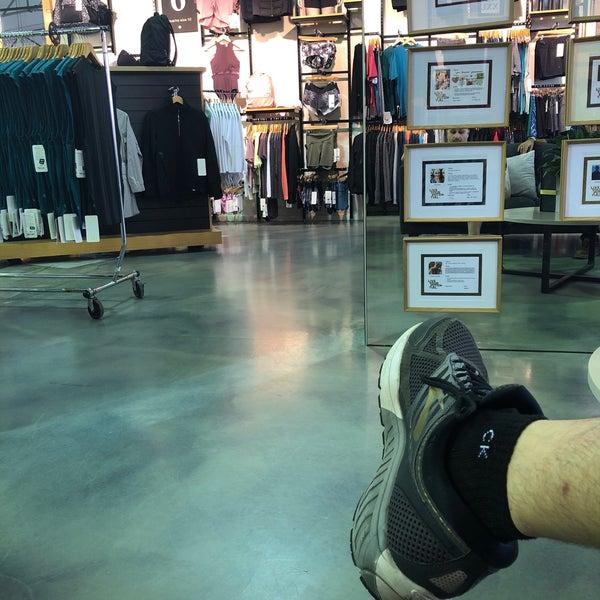 shoe stores dfo moorabbin