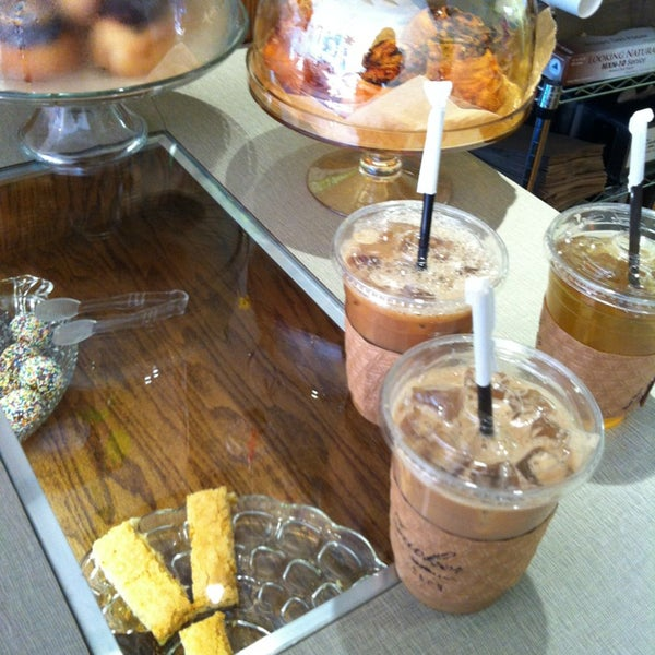 รูปภาพถ่ายที่ Zucker Bakery โดย Emily L. เมื่อ 4/6/2013
