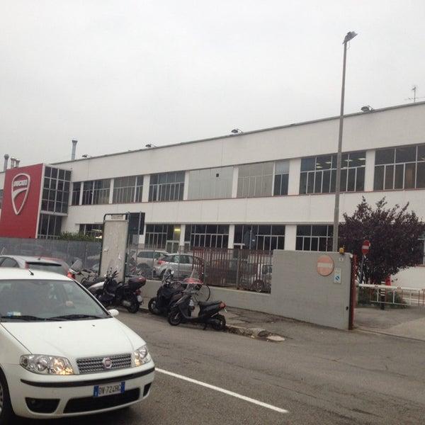11/18/2013 tarihinde Francesco P.ziyaretçi tarafından Ducati Motor Factory & Museum'de çekilen fotoğraf