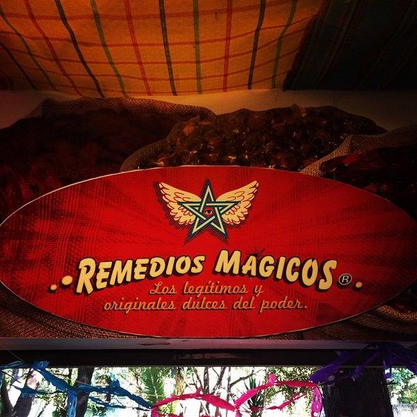 Foto tomada en Remedios Mágicos Botica Condesa por Arturo p. el 10/25/2014