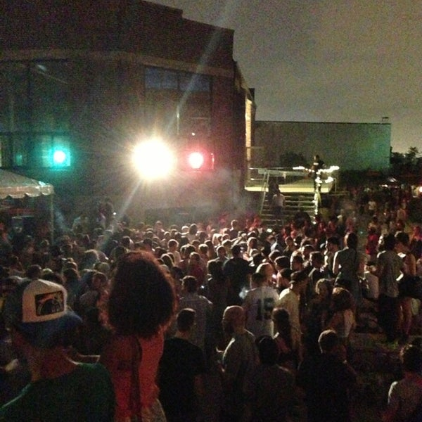 Foto tomada en Knockdown Center por Bradley R. el 6/24/2013