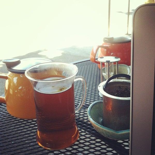 รูปภาพถ่ายที่ Tea Zone & Camellia Lounge โดย Doniree W. เมื่อ 7/8/2013