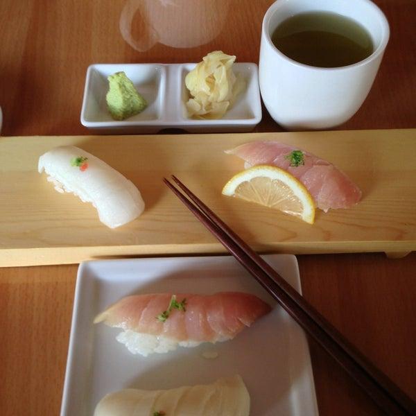 รูปภาพถ่ายที่ Little Lilly Sushi โดย Don N. เมื่อ 3/17/2013