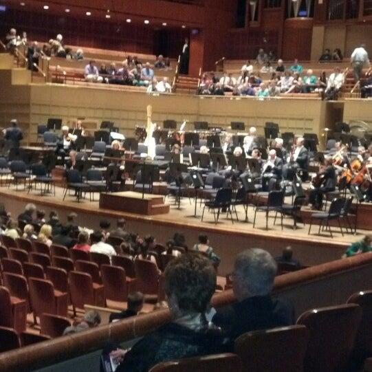 Foto tirada no(a) Morton H. Meyerson Symphony Center por Laurie S. em 4/14/2013