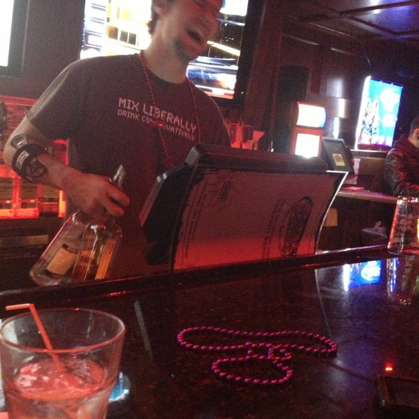 2/13/2013에 Joe R.님이 Sneaky Pete's에서 찍은 사진
