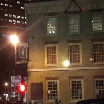 Foto diambil di The Porterhouse at Fraunces Tavern oleh Lawrence R. pada 10/25/2012