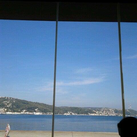 Photo prise au Biba Cafe par Hasan B. le10/27/2012