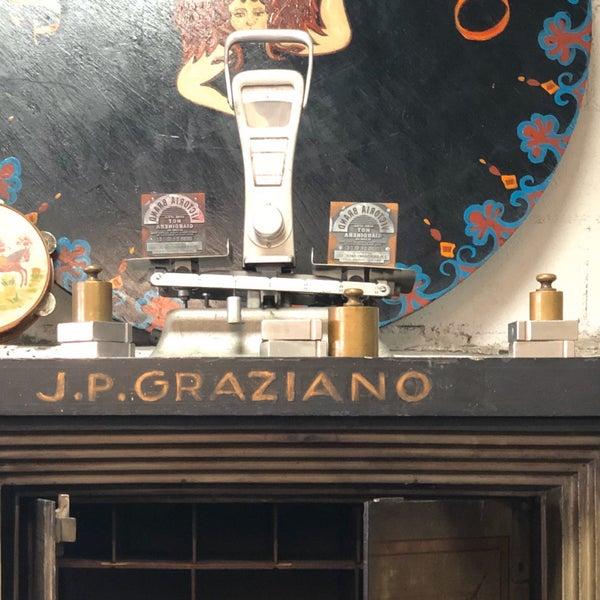 รูปภาพถ่ายที่ J.P. Graziano Grocery โดย Julia B. เมื่อ 10/14/2019