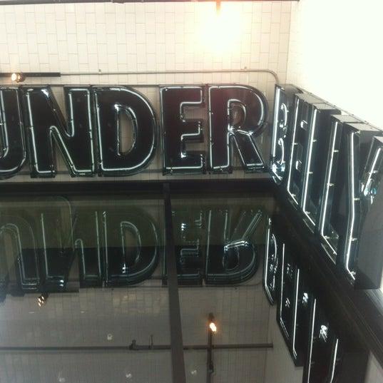 Das Foto wurde bei UnderBelly von Luis S. am 12/13/2012 aufgenommen