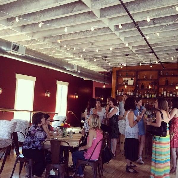 Снимок сделан в Braise Restaurant & Culinary School пользователем Jennifer B. 8/9/2014