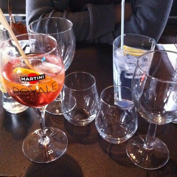 Photo prise au Noa Resto-Lounge-Bar par Steffi L. le11/30/2014