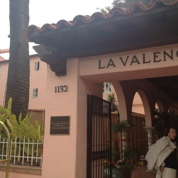 Снимок сделан в La Valencia Hotel пользователем Beth M. 4/13/2013