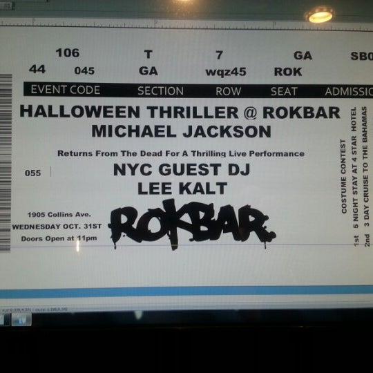 Foto tomada en ROKBAR por Mike M. el 10/31/2012