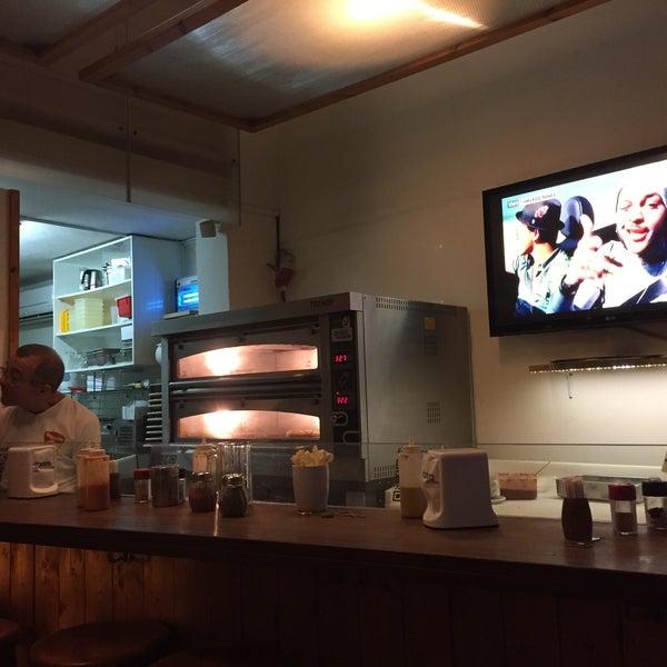 Foto tirada no(a) Giuseppe Pizza por Nir T. em 11/20/2016
