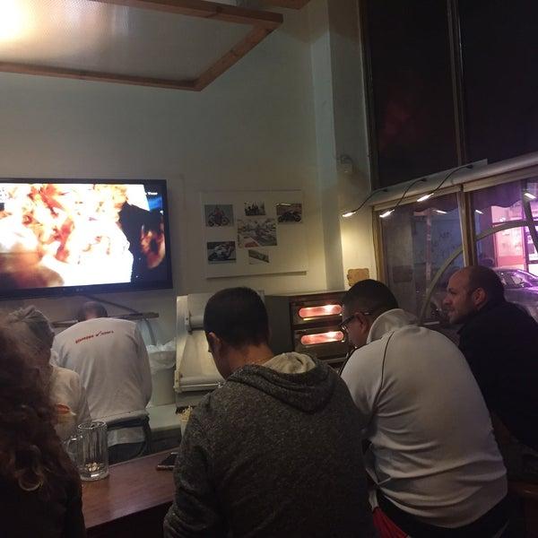 Foto tirada no(a) Giuseppe Pizza por Nir T. em 2/13/2017