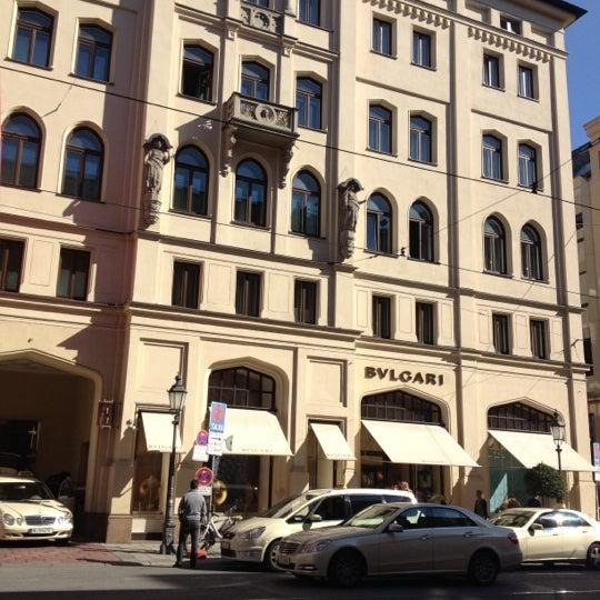 รูปภาพถ่ายที่ Hotel Vier Jahreszeiten Kempinski โดย Praeww S. เมื่อ 10/10/2012