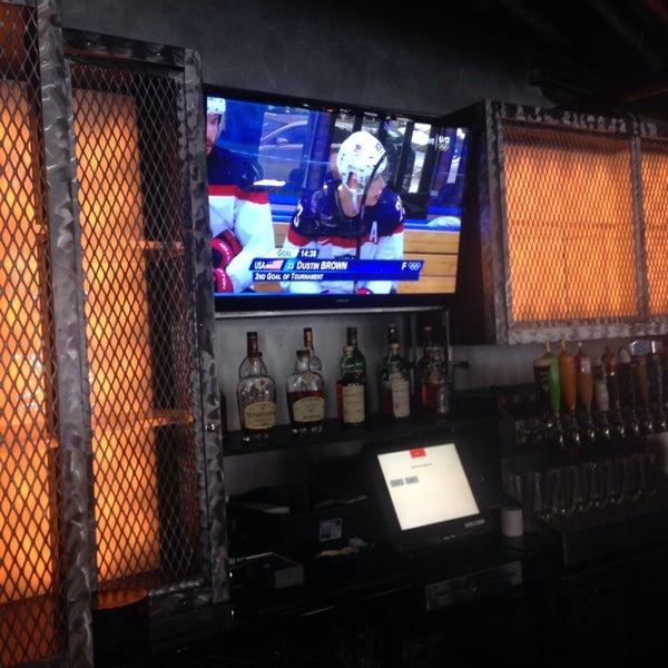 Снимок сделан в Warehouse Bar & Grill пользователем andre h. 2/19/2014