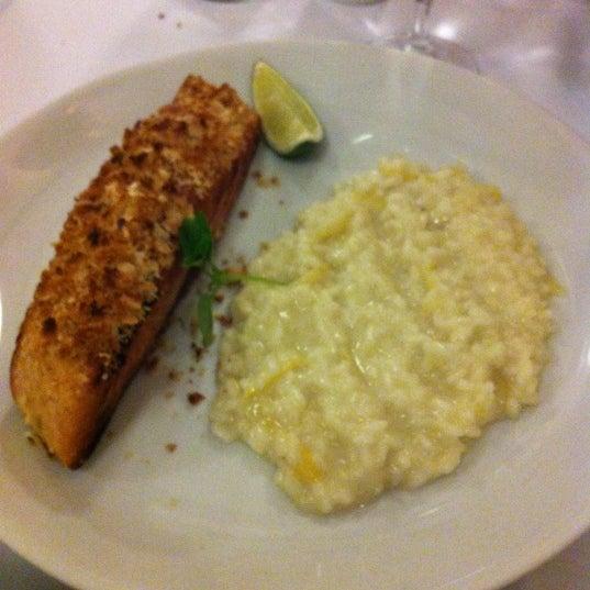 Foto tirada no(a) Zeffiro Restaurante por Rodrigo G. em 10/22/2012