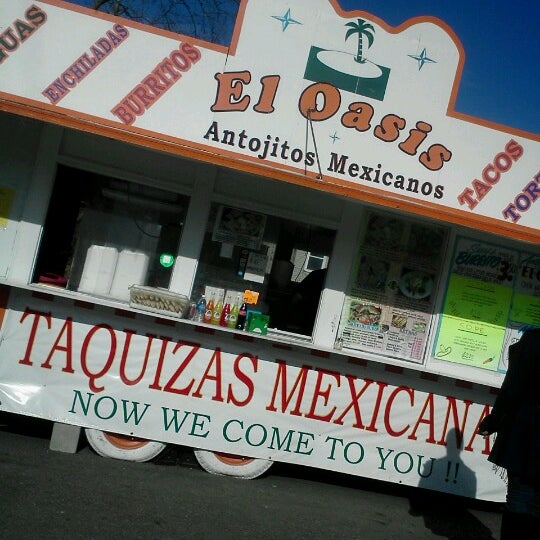 Foto tomada en El Oasis Taco Truck por Cassondra M. el 11/1/2012