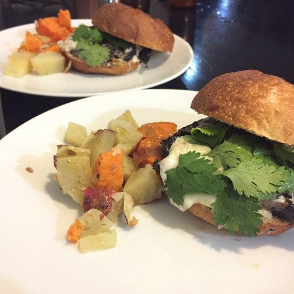 Nueva carta con Hamburguesa vegetariana y otras sorpresas a partir del 15 de noviembre. Ñam!