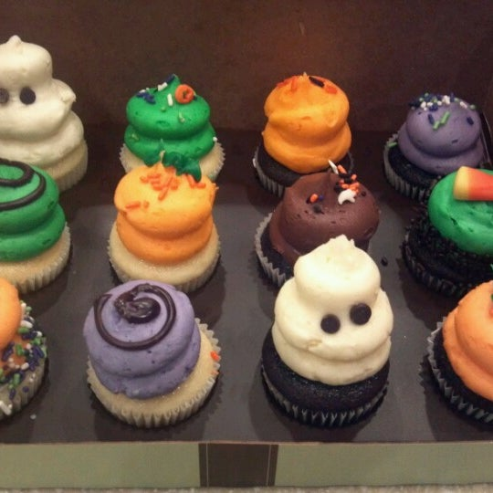 10/21/2012 tarihinde Janet L.ziyaretçi tarafından Gigi's Cupcakes'de çekilen fotoğraf