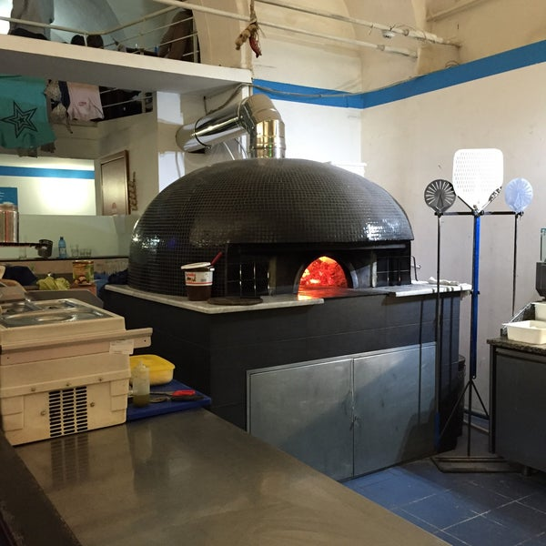 Foto tomada en Pizzeria O' Vesuvio Napoletana Forno Legna por jcardiaz el 2/14/2015