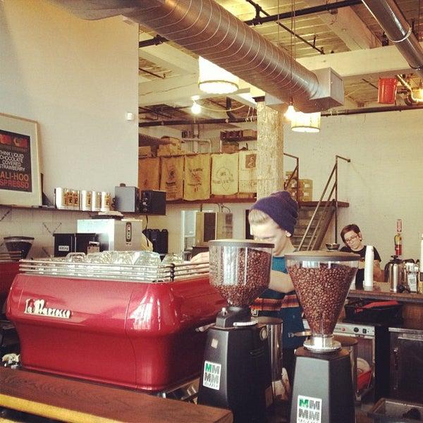 Das Foto wurde bei Brooklyn Roasting Company von Ros H. am 10/10/2012 aufgenommen