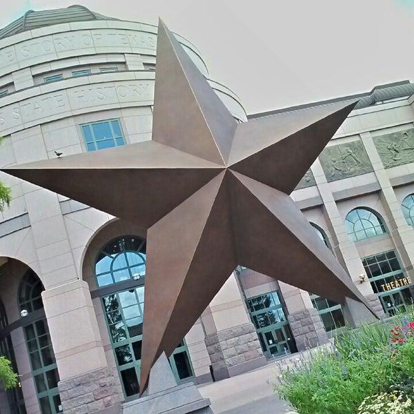 6/1/2013 tarihinde Kimziyaretçi tarafından Bullock Texas State History Museum'de çekilen fotoğraf