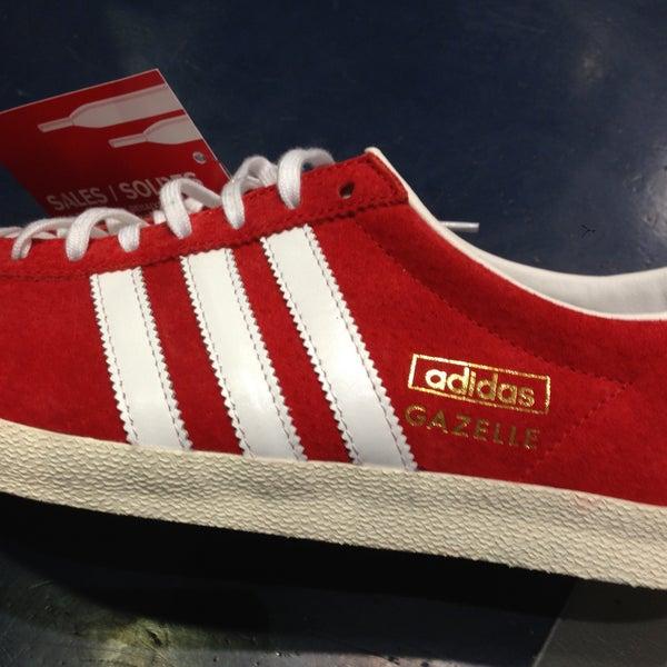e9e3a389c Fotos em Foot Locker - Loja de Sapatos em Lisboa / Seixal