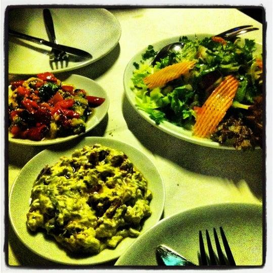 Foto scattata a Neighbours Restaurant da Philosophia . il 11/13/2012