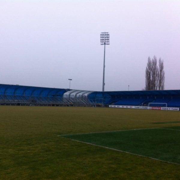 Das Foto wurde bei Štadión FK Senica von Jan H. am 2/16/2014 aufgenommen