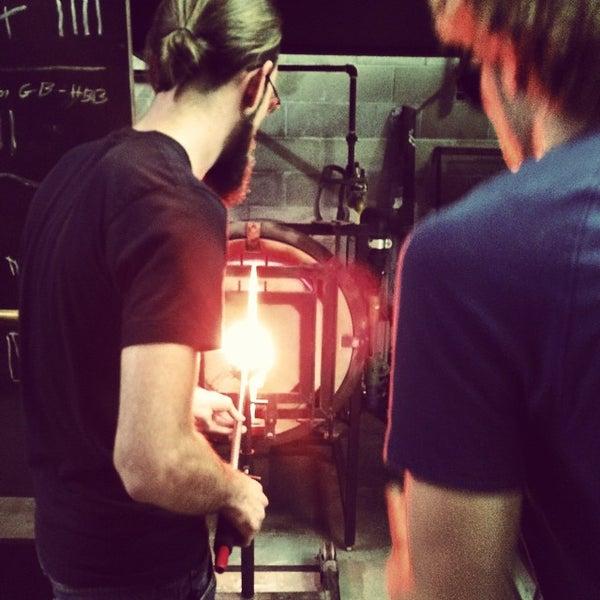 Foto tirada no(a) Ignite Glass Studios por Whitney Z. em 9/18/2014