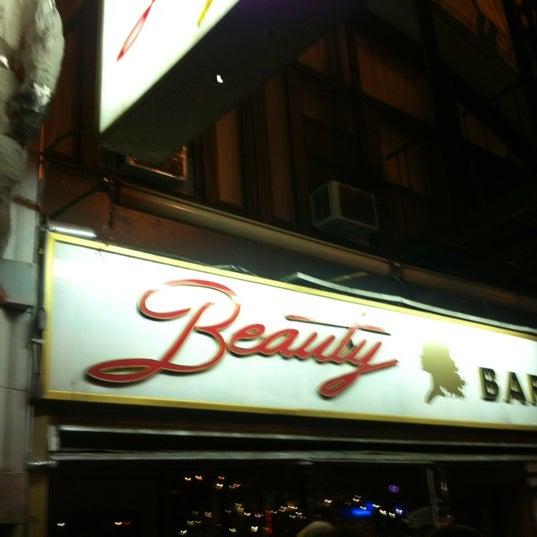 Foto scattata a Beauty Bar da Alex T. il 10/28/2012