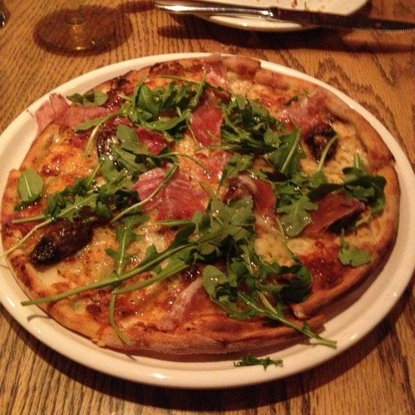 Das Foto wurde bei Matchbox Vintage Pizza Bistro von John M. am 3/12/2013 aufgenommen