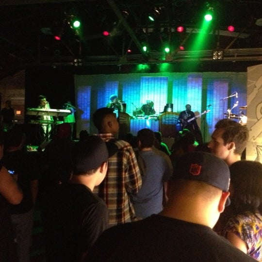 รูปภาพถ่ายที่ Warehouse Live โดย Ashton H. เมื่อ 9/28/2012