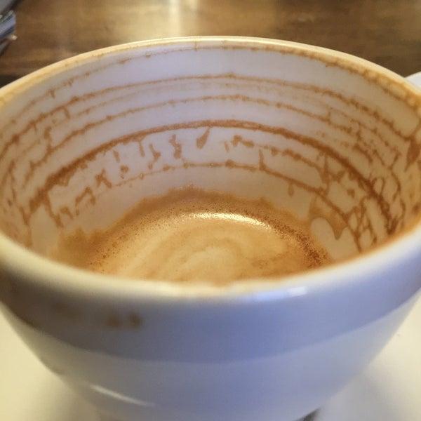 Foto tirada no(a) BKG Coffee Roasters por Betsy L. em 12/11/2016
